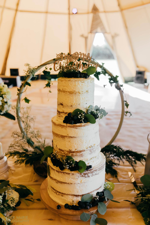 cotswold tipi wedding photographer