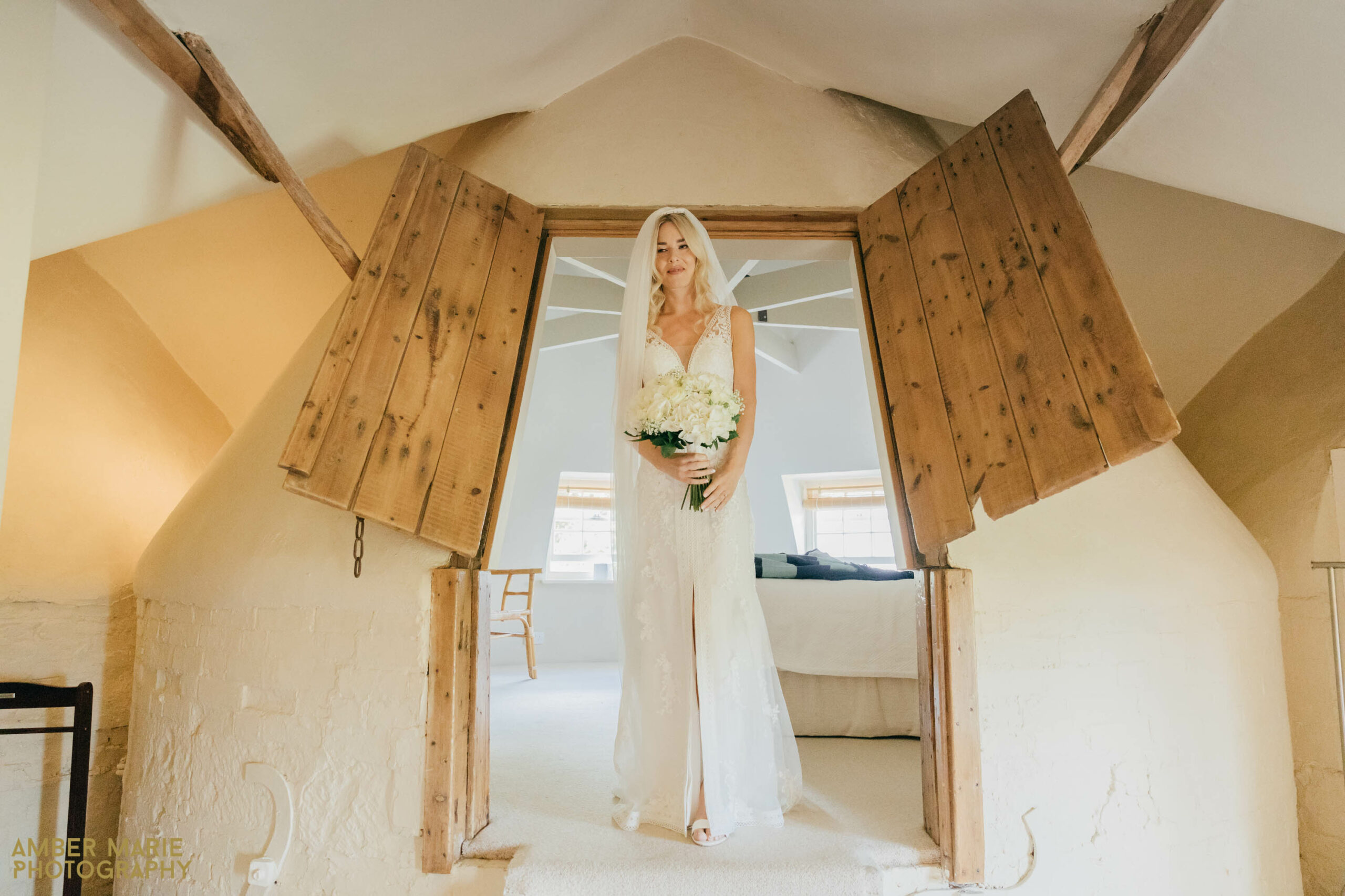 cotswolds wedding photographer gloucestershire