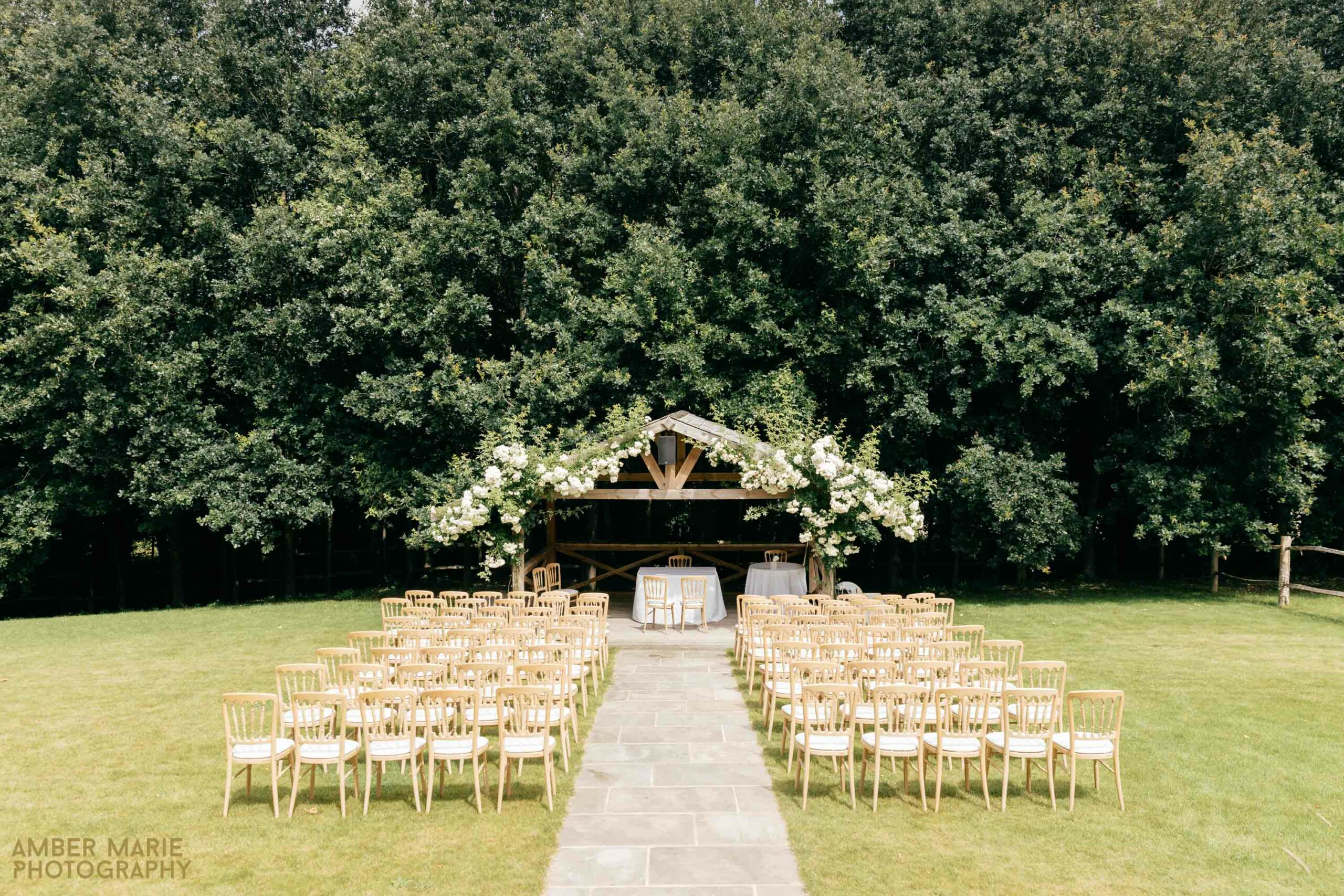 outdoor wedding cotswolds wedding photographer